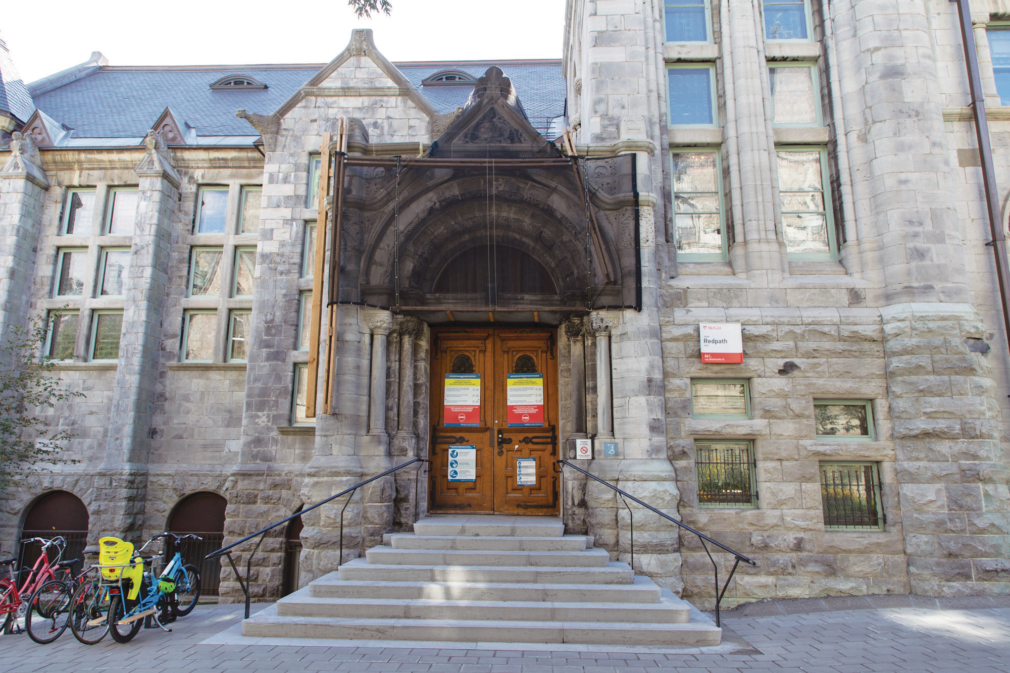 Photograph of McGill University's construction on campus. (Photograph by Stacy Lee)
